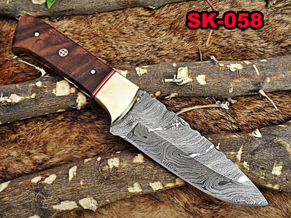 """9"""" Long hand forged Damascus steel Hunting knife, 5"""" full tang blade, Natural rose wood scale with Brass bolster, Cow hide Leather sheath"""