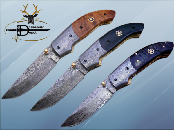 """7.5"""" Folding Knife, 3.5"""" Hand Forged Twist Pattern Damascus Steel Blade Pocket Knife, 4"""" scale available in 3 Colors, Liner Lock & Thumb knob Equipped, Cow Hide Leather Sheath"""