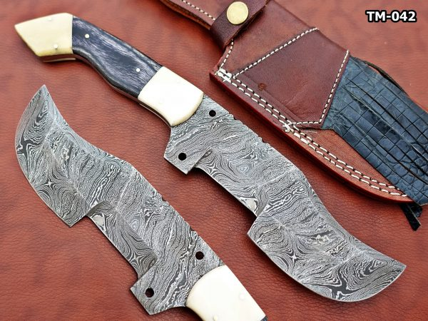 """12"""" Long hand forged twist pattern full tang Damascus steel tracker knife, 2 tone dollar wood scale with Camel bone Bolster & pomel, Cow leather sheath"""