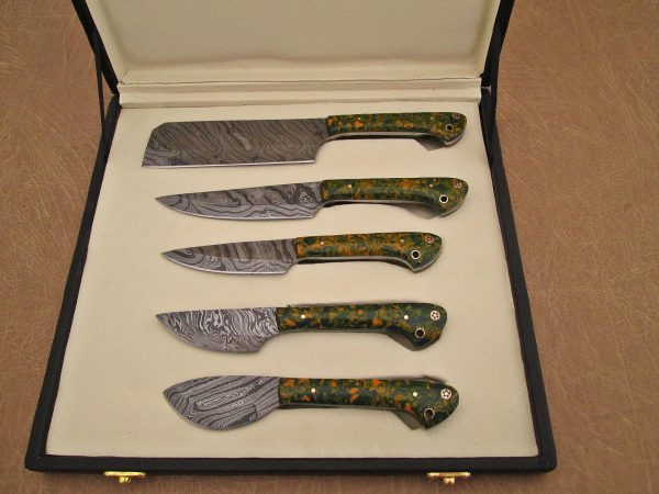 """5 Pieces Damascus steel kitchen knife set includes (10.6+9.6+9.0+8.0+7.6)"""" knives, Green Comouflage scale, Comes with gift box"""