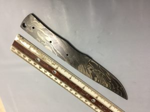 7.5 inches long hand forged Damascus steel blank blade skinning knife with 3 Pin holes and an inserting hole 3 inches cutting edge pocket knife blank blade