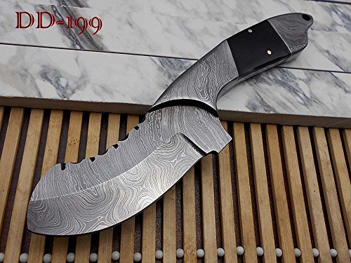 """9"""" long Damascus steel Bull horn scale with bolster custom made compact skinning Knife full tang Hand Forged 4.5"""" blade cow leather sheath"""